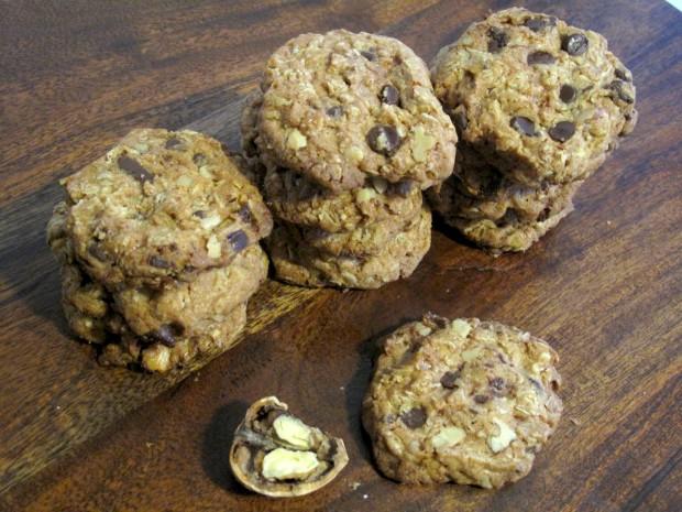 Oatmeal Chocolate Toffee Walnut Cookies