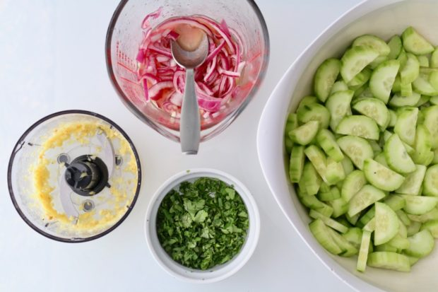 Preparing Easy Chinese Cucumber Salad
