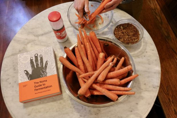 Ingredients you'll need to prepare fermented carrots.